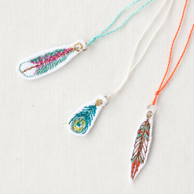 CORAL&TUSK FEATHER CHARM ON NECKLACE フェザーチャームネックレス